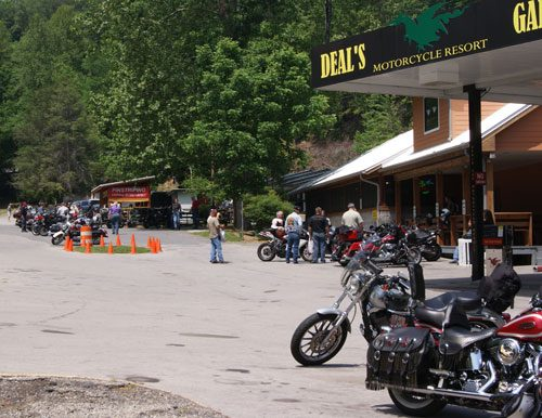 Us 129 tail of the dragon 300 curves 11 miles blue for Deals gap cabin rentals