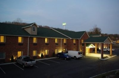 Mountain Inn and Suites - Asheville Airport
